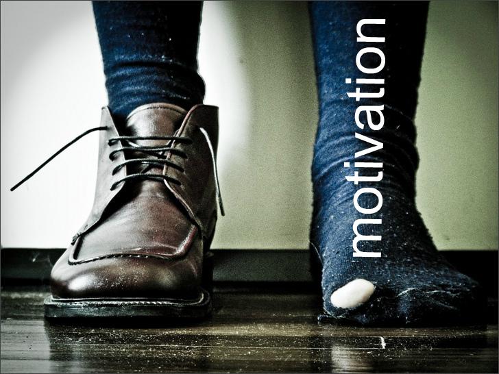 Дорогой ботинок и рваный носок